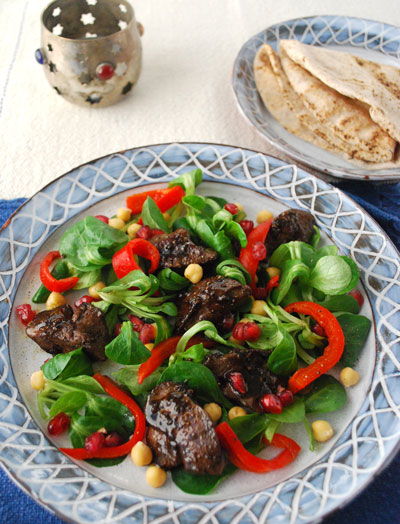 Spiced chicken livers salad with chickpeas & red peppers